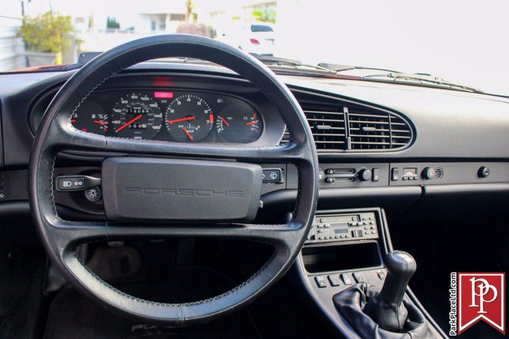 1986 Porsche 944 Turbo Dash