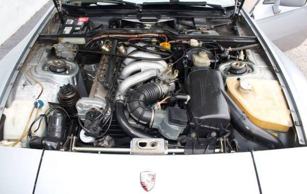 1984 Porsche 944 Engine